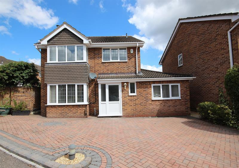 4 Bedrooms Detached House for sale in Linnet Road, Creekmoor, Poole