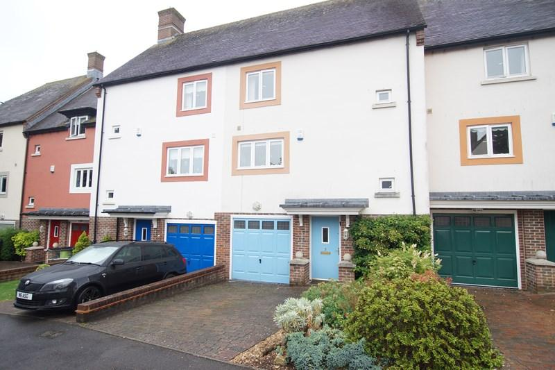 3 Bedrooms Town House for sale in Badger Sett, Blandford St. Mary, Blandford Forum