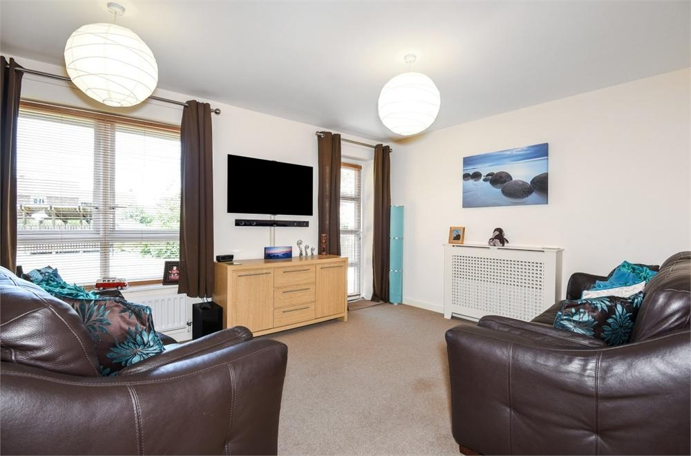2 Bedrooms Flat for sale in Elms House, Birchwood Road, Newbury, Berkshire