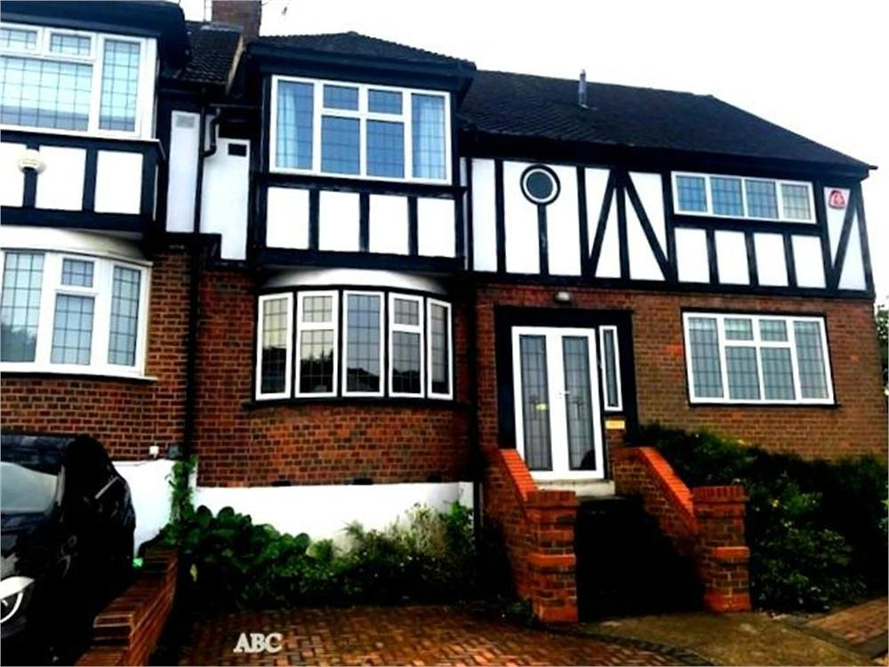 4 Bedrooms Semi Detached House for sale in Somers Way, Bushey