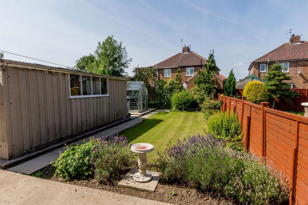3 Bedrooms Semi Detached House for sale in Ennerdale Avenue, York