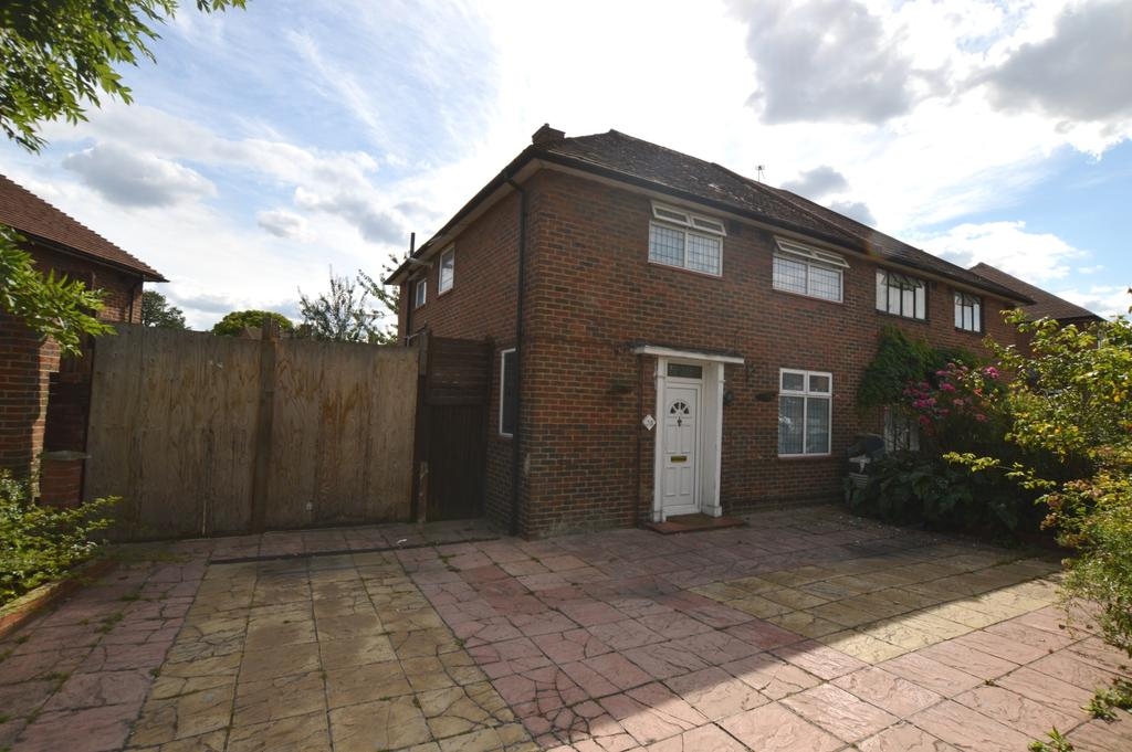3 Bedrooms Semi Detached House for sale in Restons Crescent New Eltham SE9