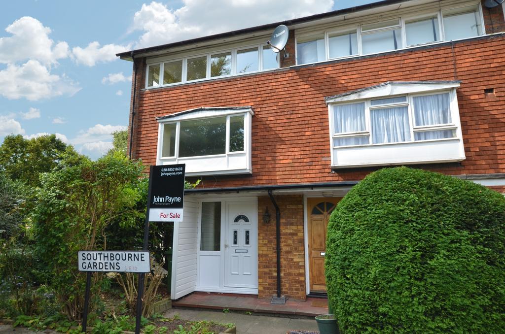 2 Bedrooms Maisonette Flat for sale in Southbourne Gardens Lee SE12