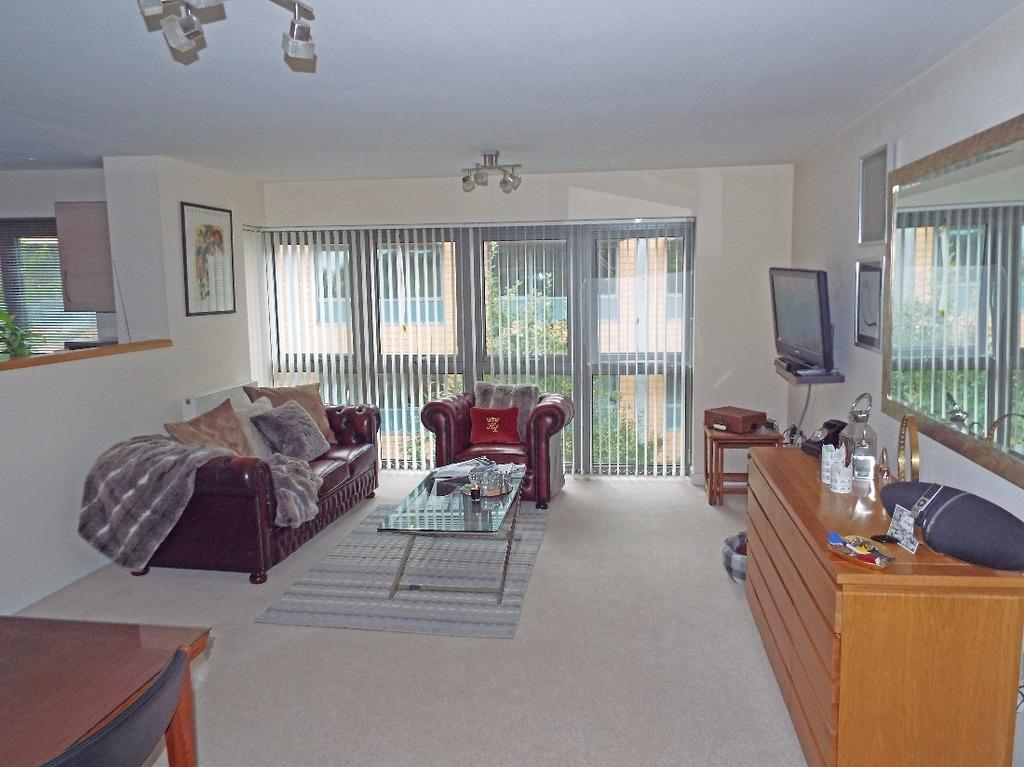 2 Bedrooms Flat for sale in Park View Road Hove East Sussex BN3