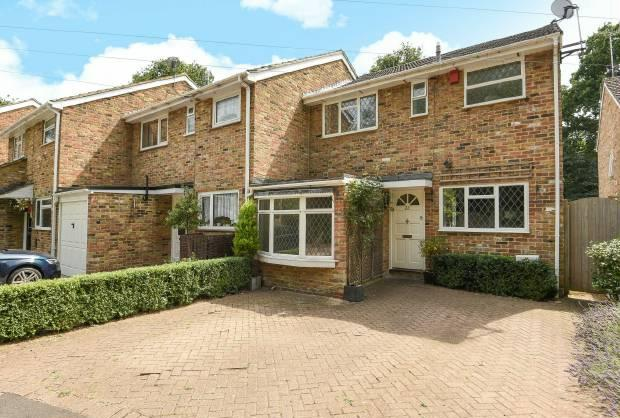 4 Bedrooms End Of Terrace House for sale in Bailey Close, Windsor