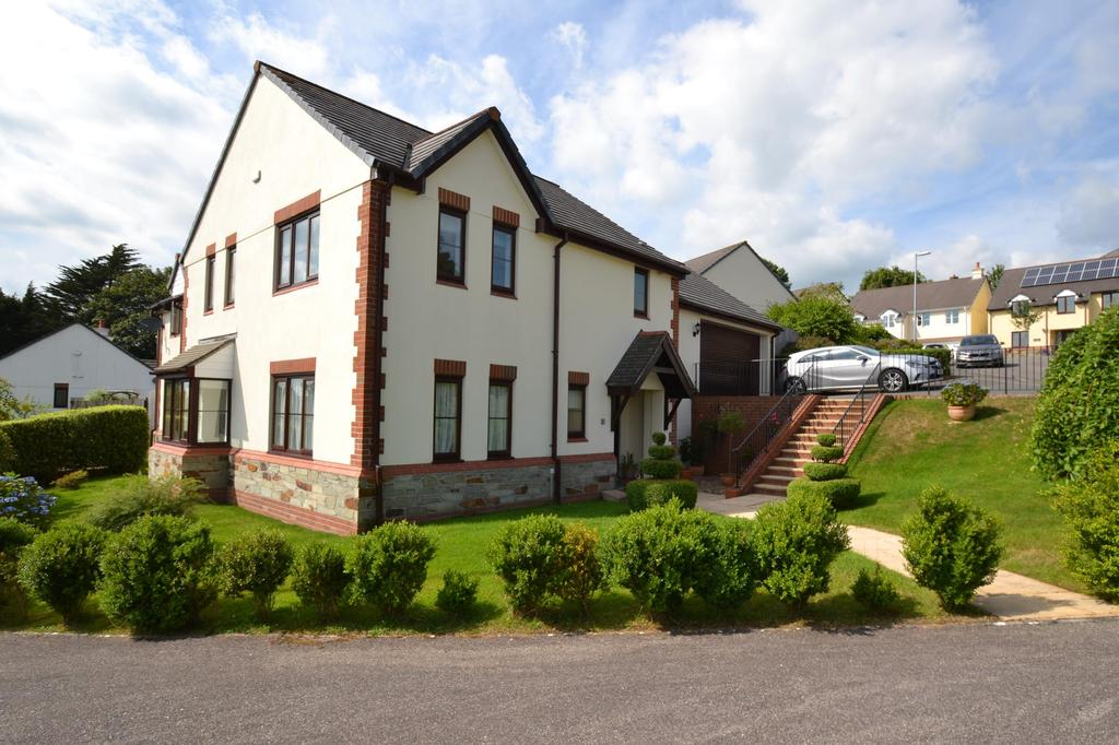 4 Bedrooms Detached House for sale in Barons Meadow, Bodmin