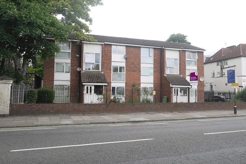 1 Bedroom Flat for sale in Radlett Close, Forest Gate, London. E7