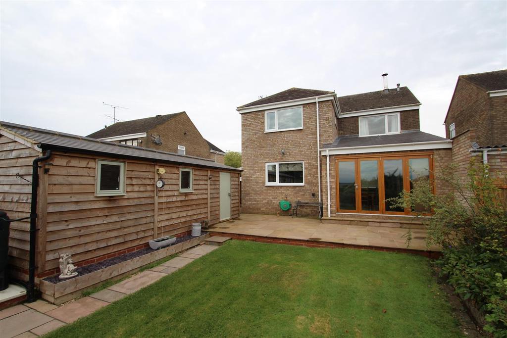 3 Bedrooms Detached House for sale in Western Drive, Hanslope, Milton Keynes