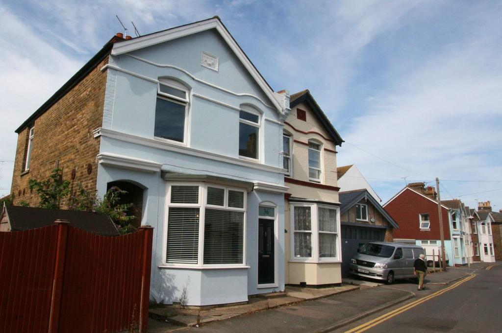 4 Bedrooms Semi Detached House for sale in Beaconsfield Road, Deal