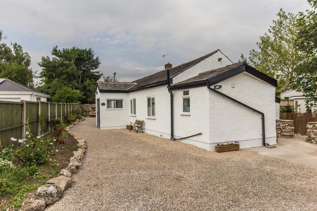 2 Bedrooms Detached Bungalow for sale in 25 Stankelt Road, Silverdale, Carnforth, LA5 0TF