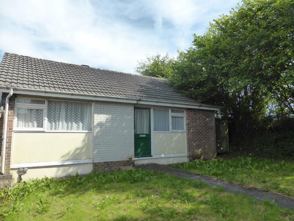 2 Bedrooms Semi Detached Bungalow for sale in Moyses Meadow, Okehampton