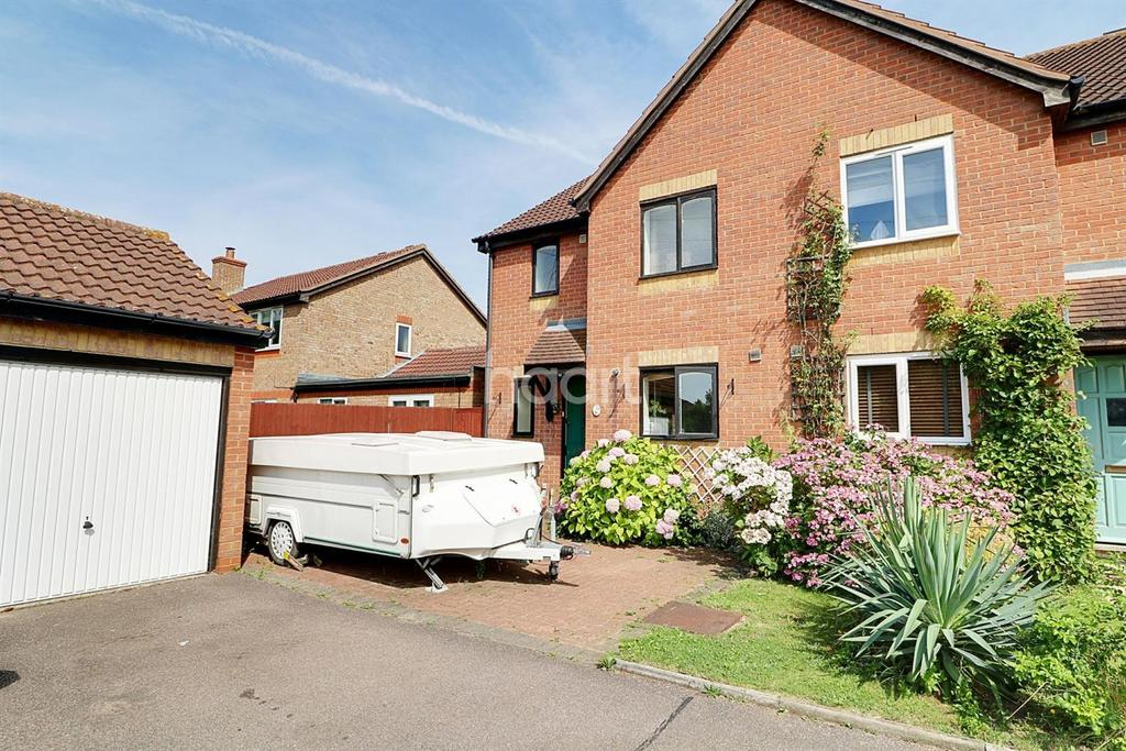 3 Bedrooms Semi Detached House for sale in Fogerty Close, Enfield Island Village