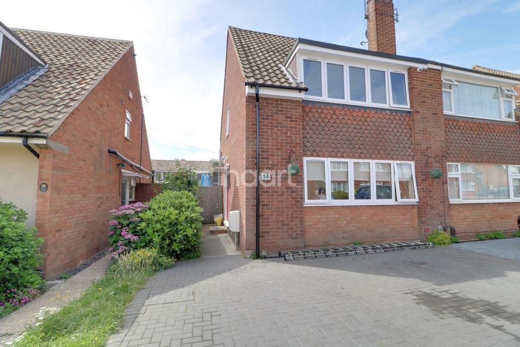 3 Bedrooms Semi Detached House for sale in Ousden Drive, Cheshunt