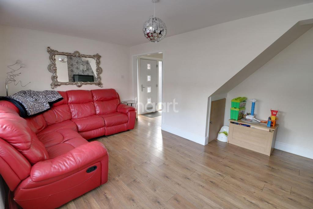 3 Bedrooms Semi Detached House for sale in Ousden Drive, Cheshunt, EN8