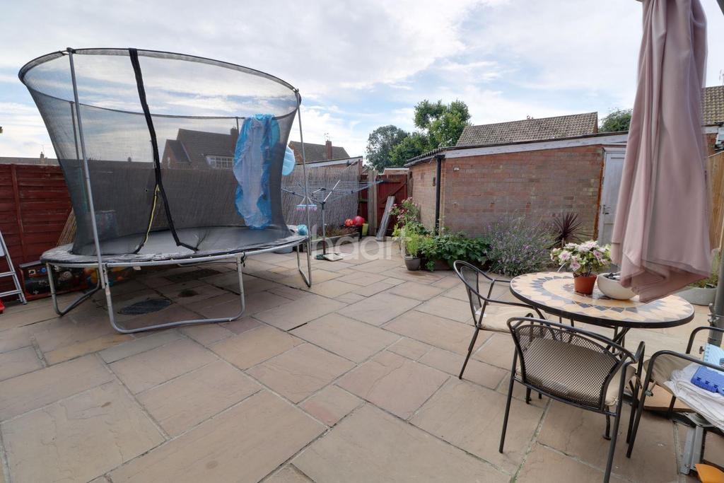 3 Bedrooms Semi Detached House for sale in Ousden Drive, Cheshunt, EN8