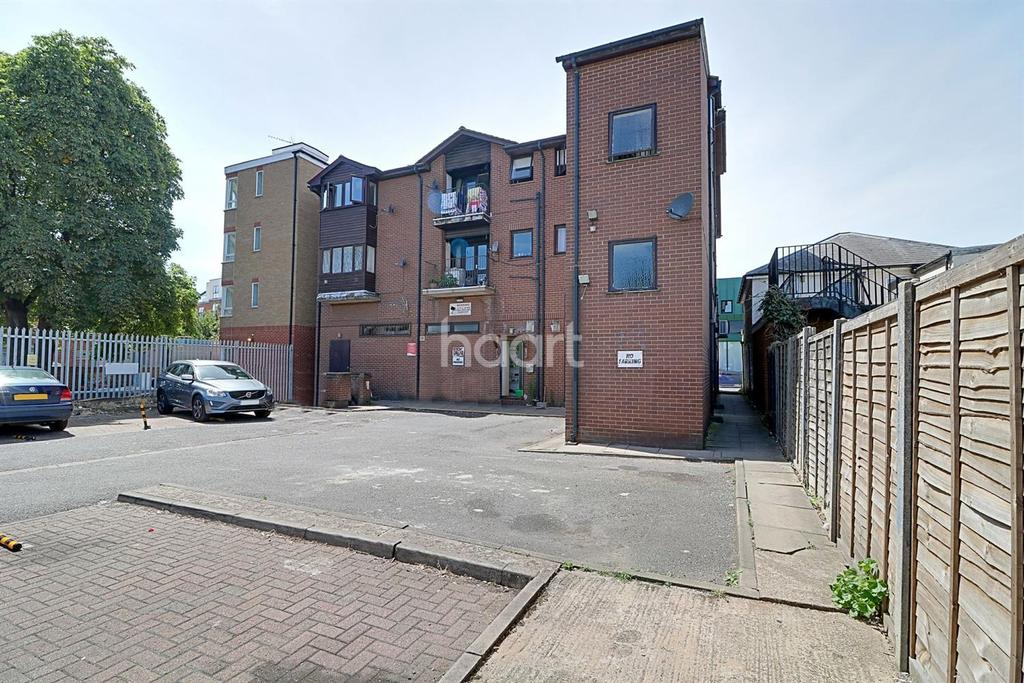 Studio Flat for sale in West Drayton