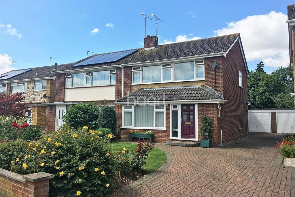 3 Bedrooms Semi Detached House for sale in Hunter Drive, Lawford, Mannigntree, Essex