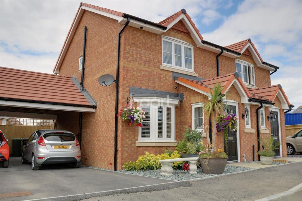 3 Bedrooms Semi Detached House for sale in Larch End, Minster