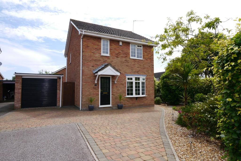 3 Bedrooms Detached House for sale in Ash Close, Carlton Colville, Lowestoft