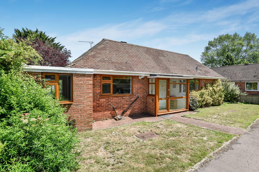 3 Bedrooms Detached Bungalow for sale in Goudhurst Close, Maidstone