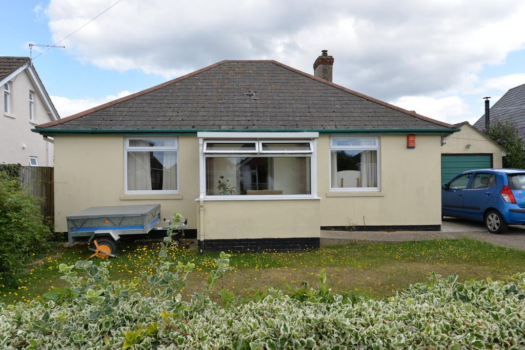 3 Bedrooms Detached Bungalow for sale in Lavender Road, Hordle
