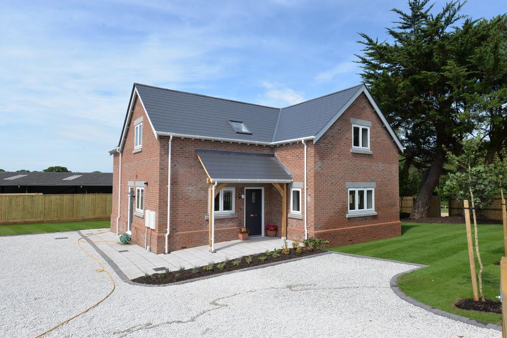 3 Bedrooms Detached House for sale in Lavender Road, Hordle