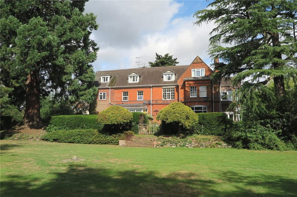2 Bedrooms Maisonette Flat for sale in Ravenswood House, Lower Hale, Farnham, GU9