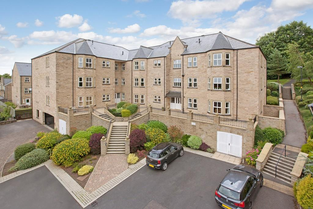 3 Bedrooms Ground Flat for sale in Heather Court, Queens Road, Ilkley