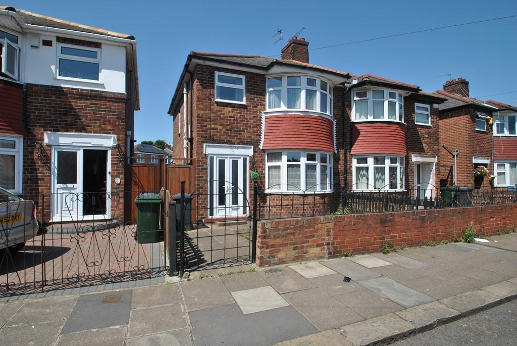 3 Bedrooms Semi Detached House for sale in Florence Avenue, Balby , Doncaster