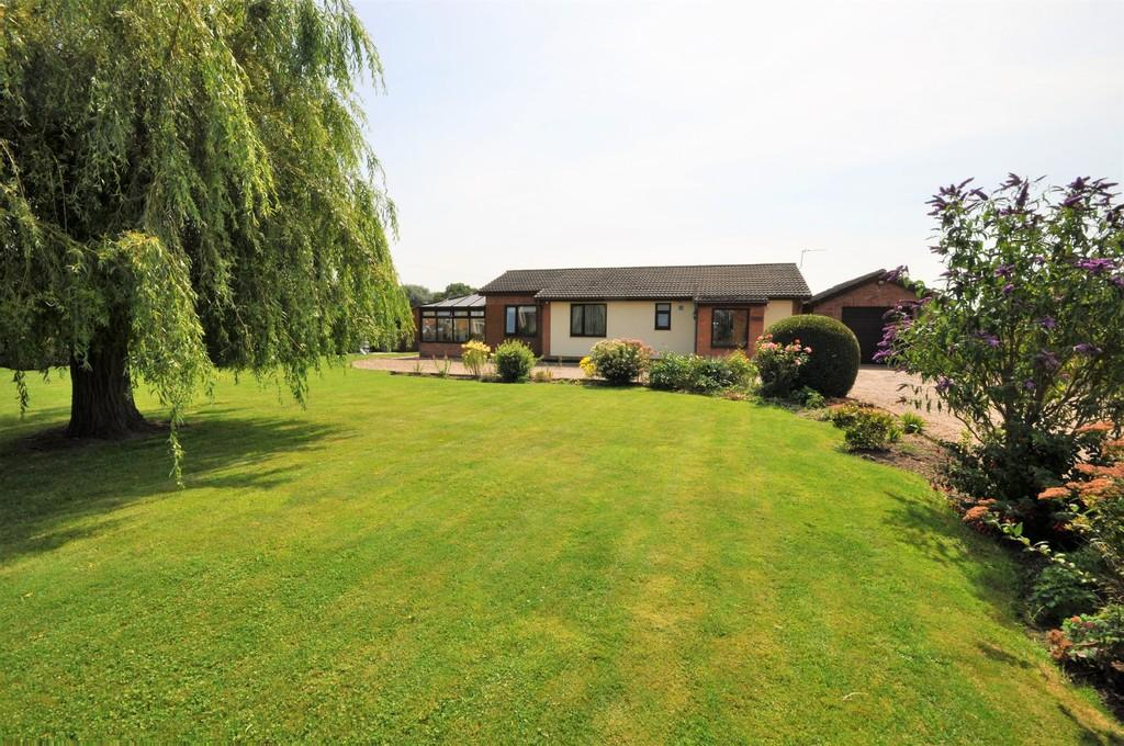 3 Bedrooms Detached Bungalow for sale in Broad Lane, Sykehouse, Goole