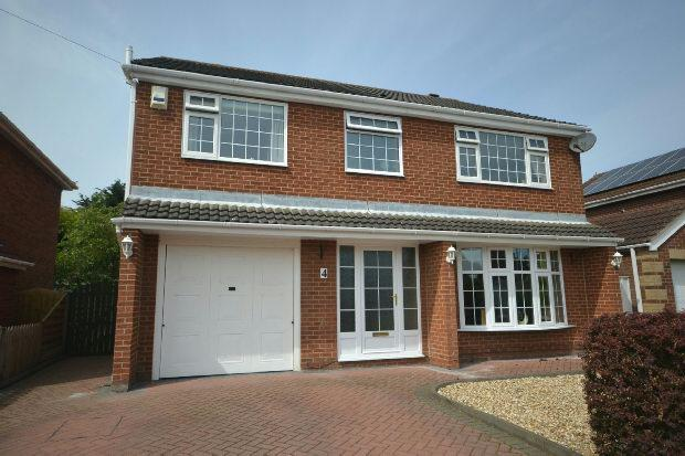 4 Bedrooms Detached House for sale in Southfield Road, Holton Le Clay, Grimsby
