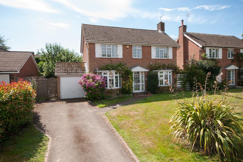 3 Bedrooms Detached House for sale in Dornden Drive, Langton Green