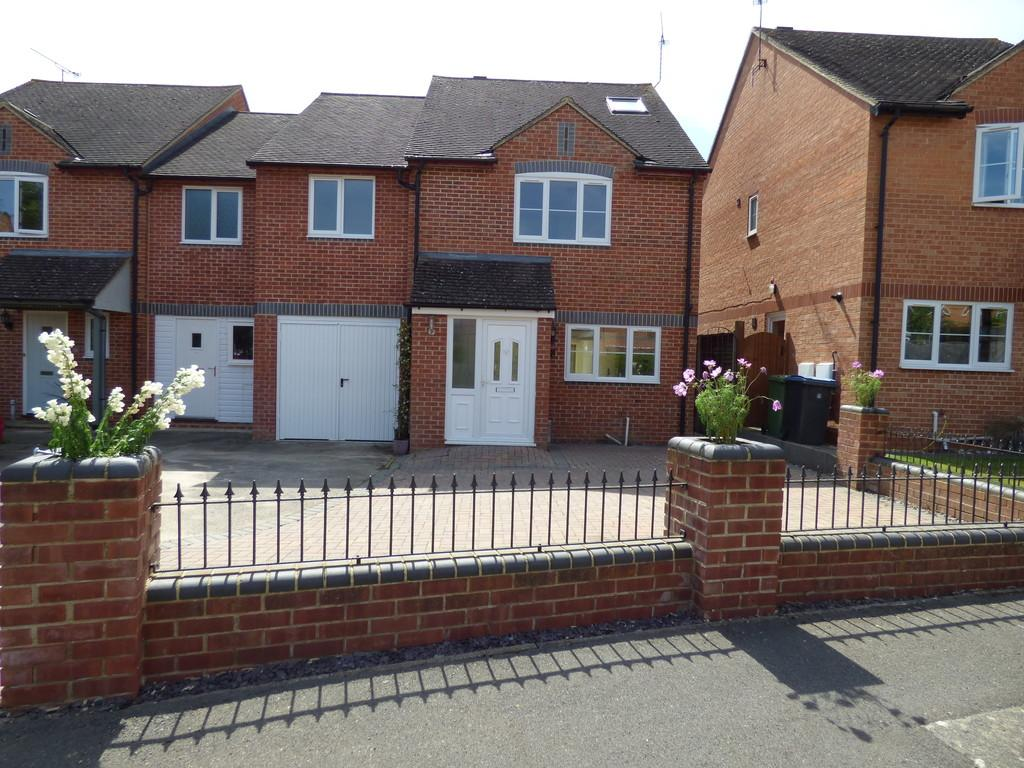5 Bedrooms Semi Detached House for sale in Hay Meadow, Shipston-On-Stour