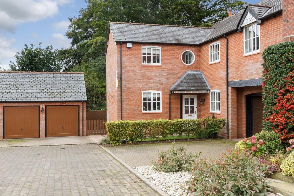 4 Bedrooms Detached House for sale in Cedarwood Court, Tarporley, Tarporley, Cheshire