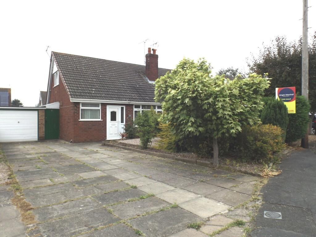 3 Bedrooms Semi Detached Bungalow for sale in Lydgate Close, Wistaston