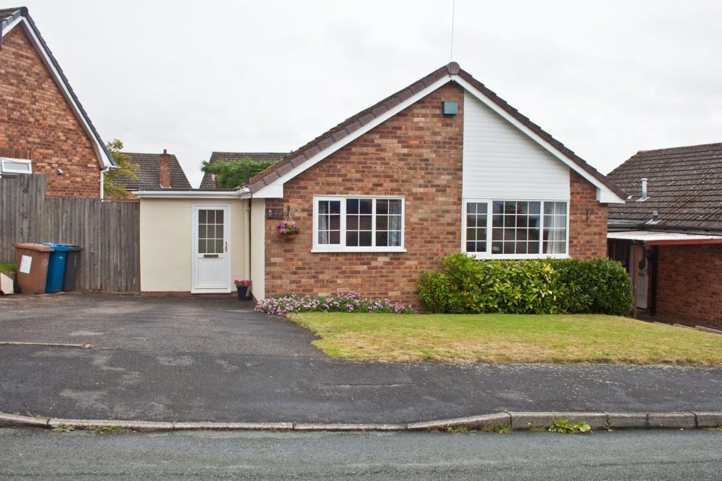 2 Bedrooms Detached Bungalow for sale in Thornfield Crescent, Burntwood