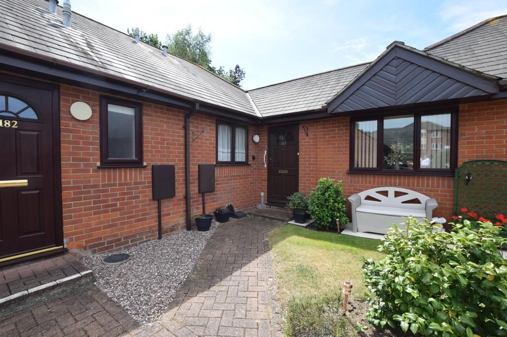 2 Bedrooms Terraced Bungalow for sale in Highwoods, Colchester, CO4 9YF