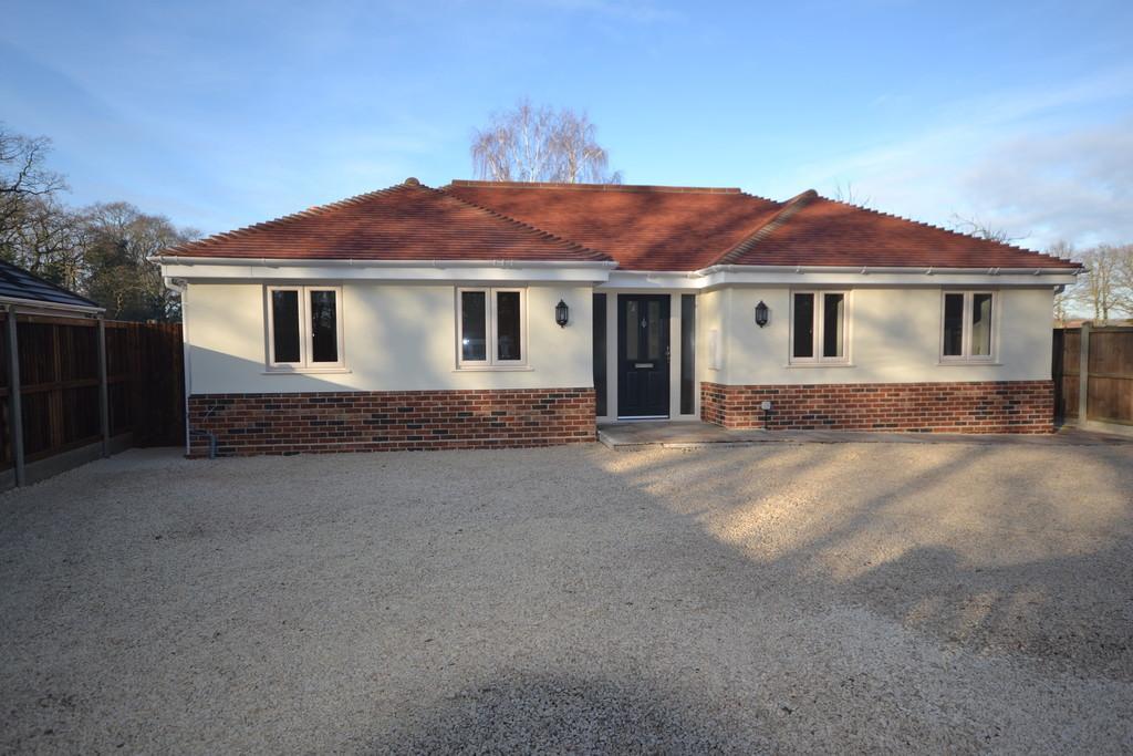 3 Bedrooms Detached Bungalow for sale in Chapel Lane, Crockleford Heath, CO7 7BJ