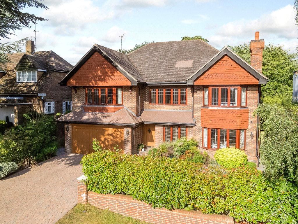 5 Bedrooms Detached House for sale in Mizen Close, Cobham, Surrey, KT11