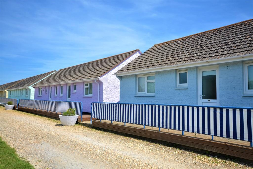 2 Bedrooms Terraced Bungalow for sale in Salterns Road, Seaview