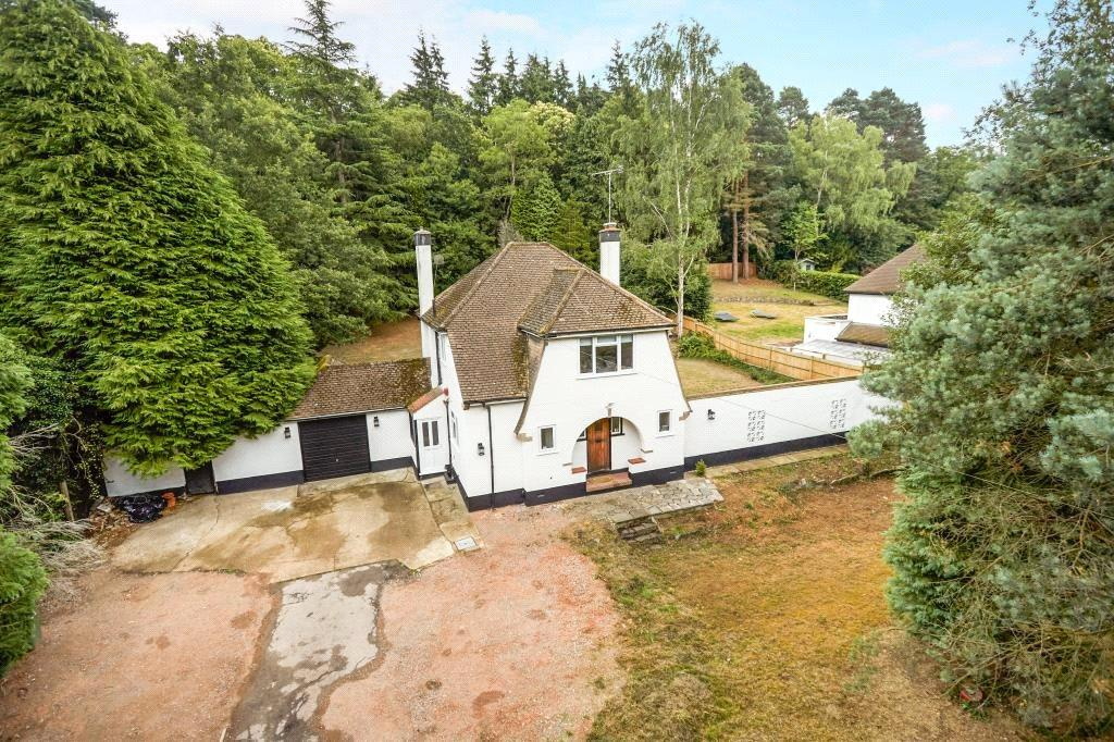 3 Bedrooms Detached House for sale in Seven Hills Road, Cobham, Surrey, KT11