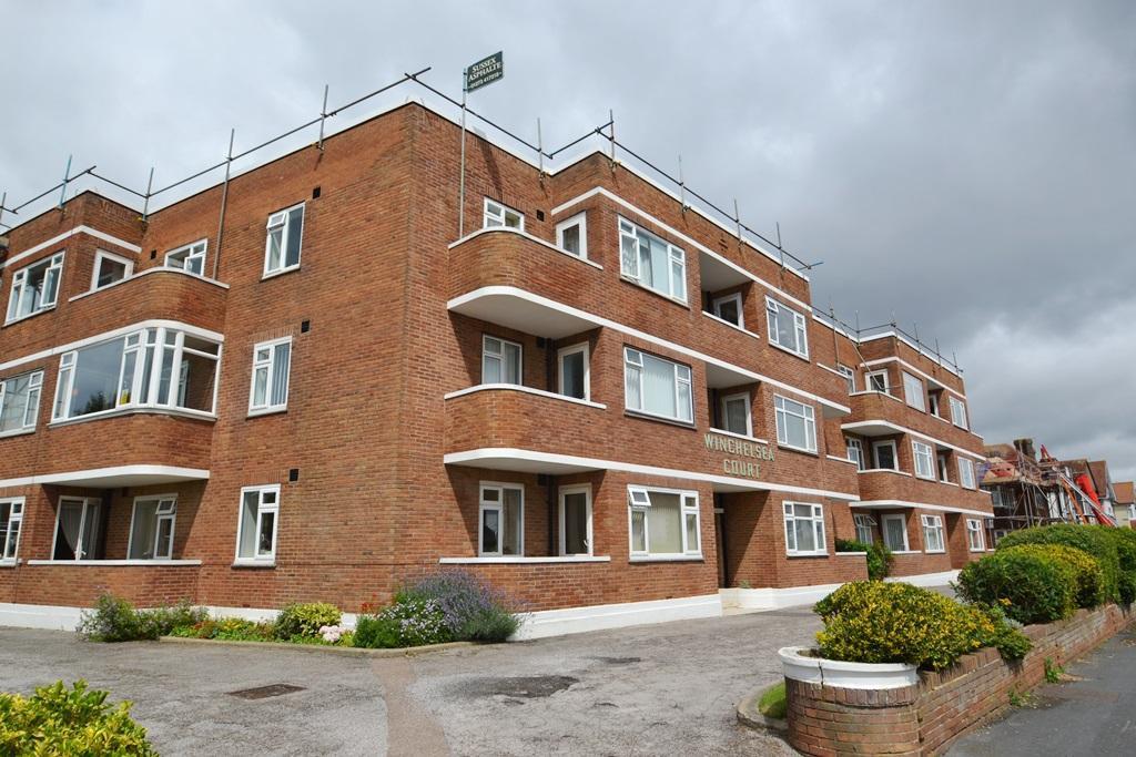 2 Bedrooms Flat for sale in Winchelsea Gardens, Worthing, BN11 5NU