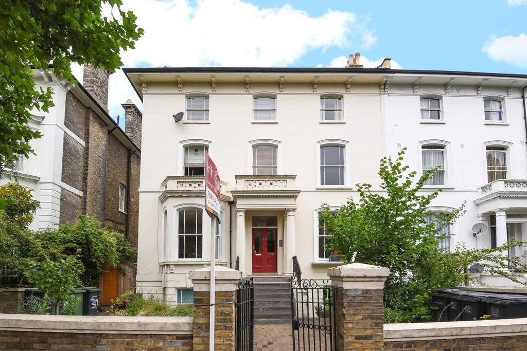 3 Bedrooms Flat for sale in Wickham Road, Brockley