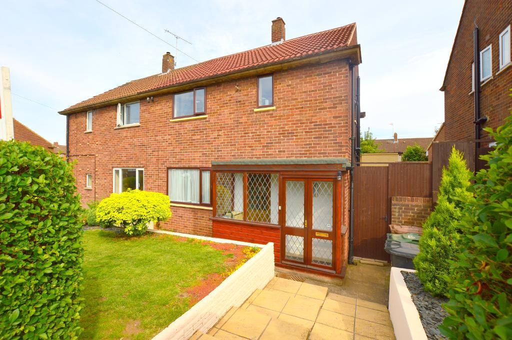3 Bedrooms Semi Detached House for sale in Runfold Avenue, Luton, LU3 2EL