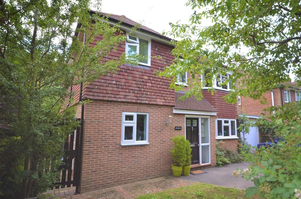 4 Bedrooms Detached House for sale in Alma Lane, Farnham
