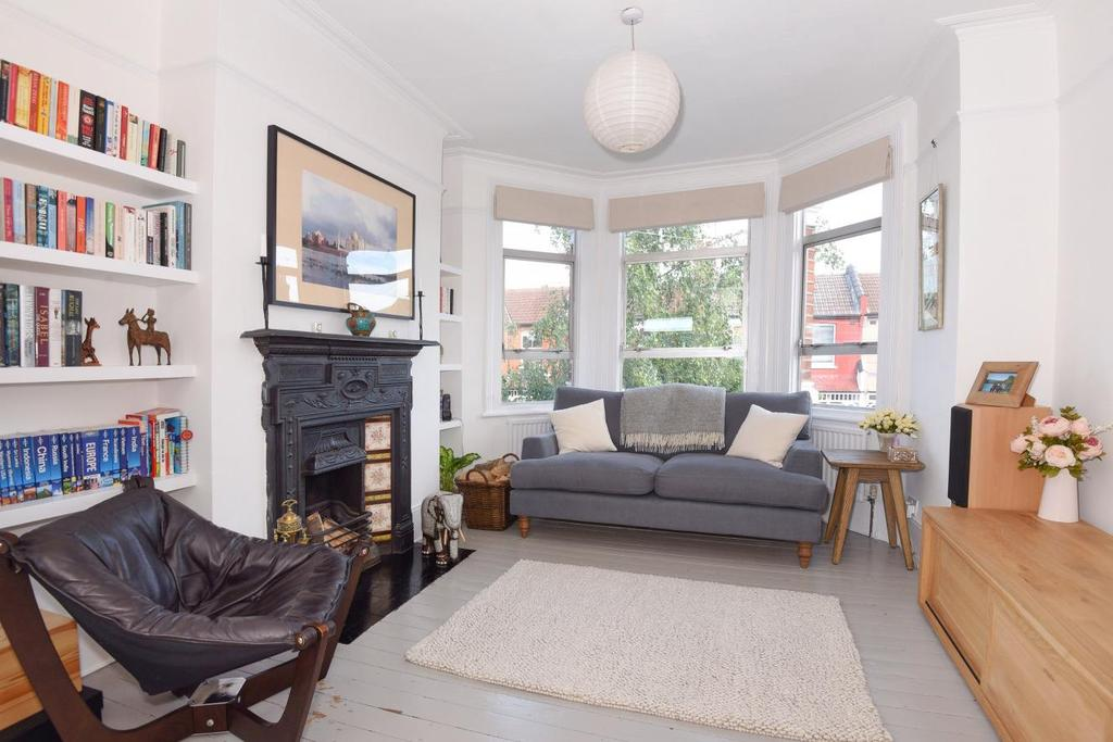 2 Bedrooms Flat for sale in South View Road, Crouch End