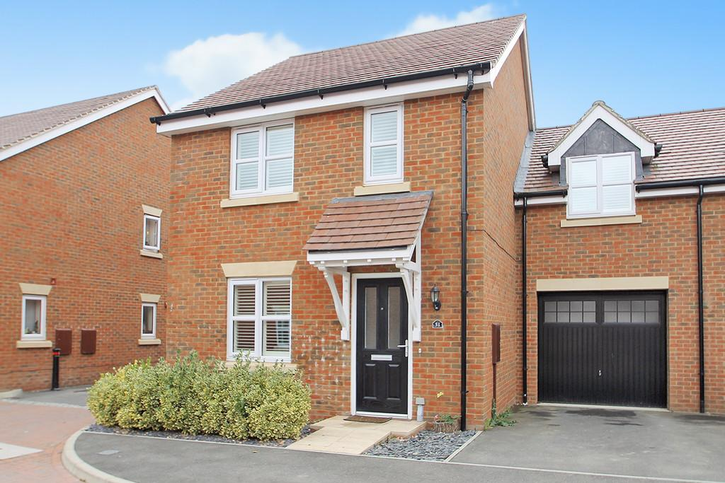 4 Bedrooms Semi Detached House for sale in Robin Road, Goring-by-sea, Worthing, BN12 6FE