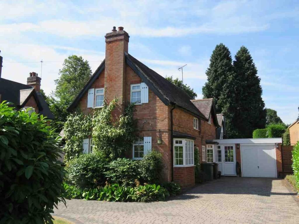 3 Bedrooms Detached House for sale in Gladstone Road, Dorridge