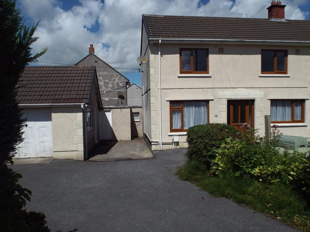3 Bedrooms Semi Detached House for sale in Rhosnewydd, Tumble