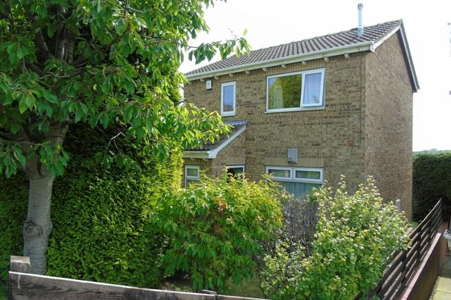 1 Bedroom Ground Flat for sale in 6 Helston Crescent, Monk Bretton, Barnsley, S71 2BS
